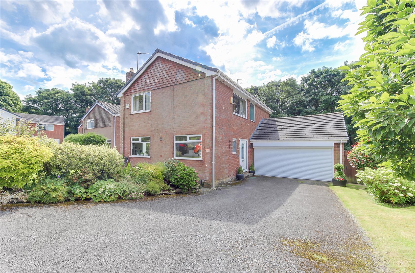 3 Bedrooms Property for sale in Greenbank Park, Rawtenstall, Rossendale